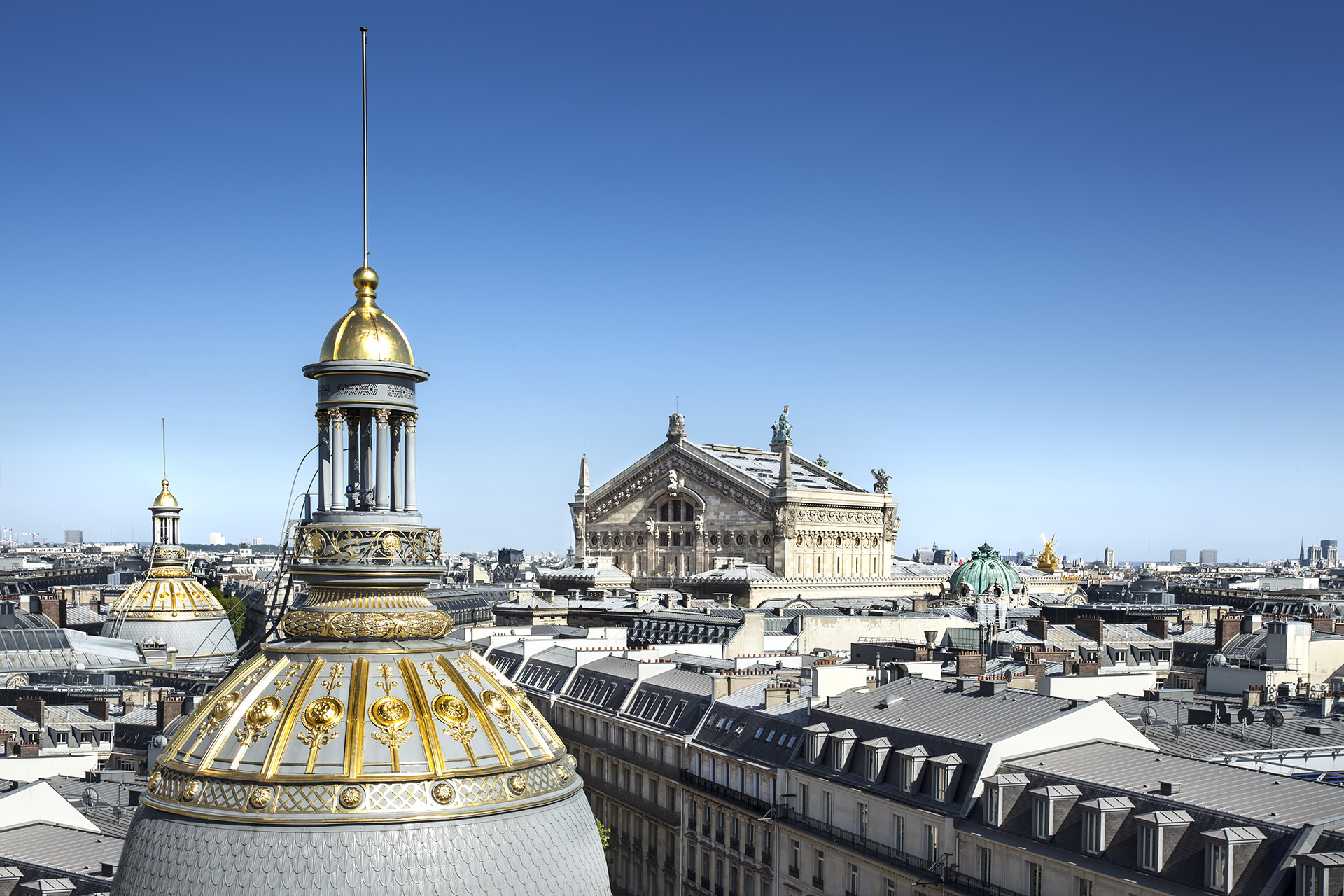 Maison Albar Hotels Le Diamond view on Paris rooftops