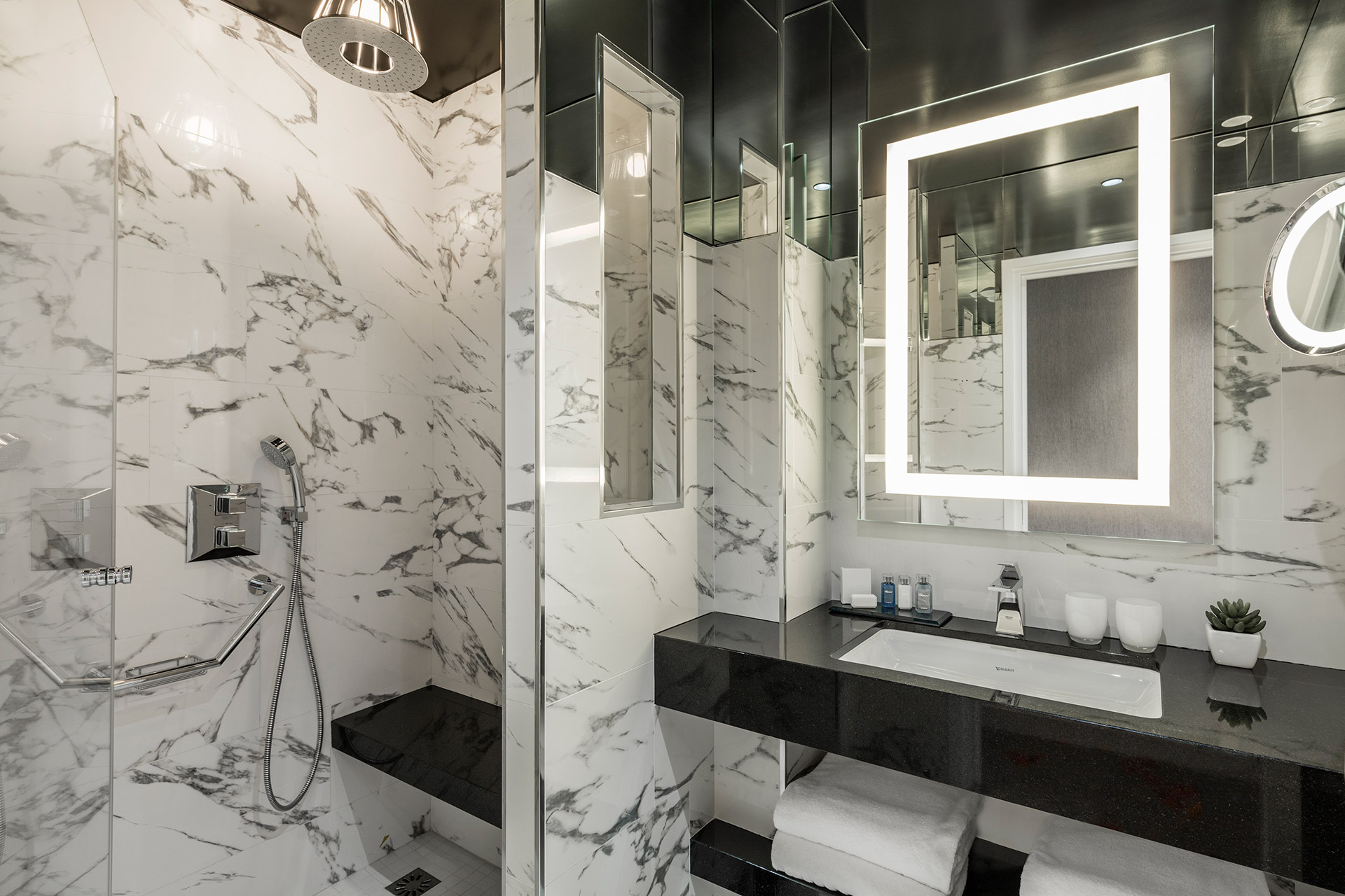 Maison Albar Hotels Le Diamond bathroom Junior Suite